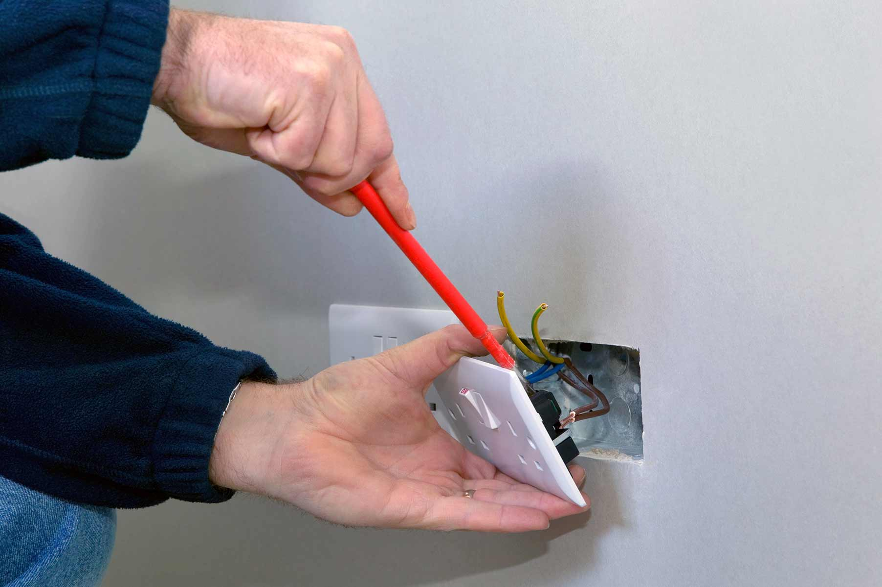 Our electricians can install plug sockets for domestic and commercial proeprties in Lancaster Gate and the local area.